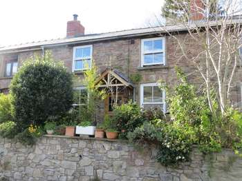 2 Bedrooms Terraced House for sale in James Terrace, Abergavenny
