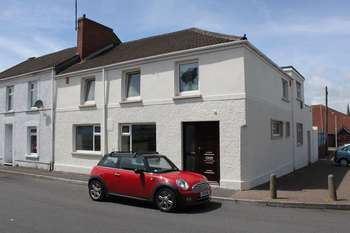 4 Bedrooms Property for sale in COMMERCIAL PROPERTY FOR SALE