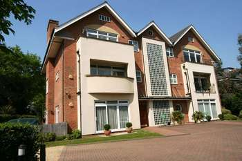 2 Bedrooms Flat for sale in Uxbridge Road, Stanmore