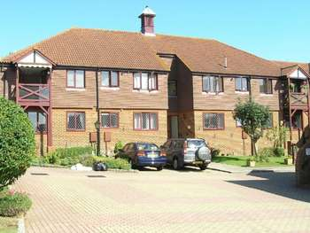 2 Bedrooms Retirement Property for sale in Fromow Gardens, Windlesham, GU20 6QN