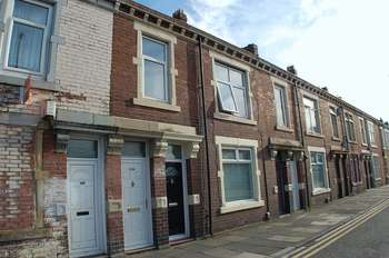 3 Bedrooms Flat for sale in ** CLOSE TO METRO ** High Street East, Wallsend