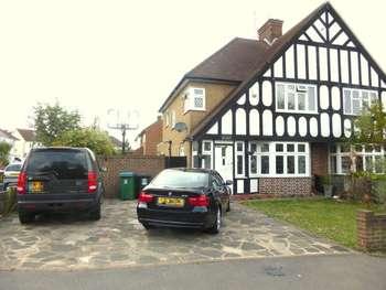 3 Bedrooms Semi Detached House for sale in Tudor estate, Tudor Estate, North Watford
