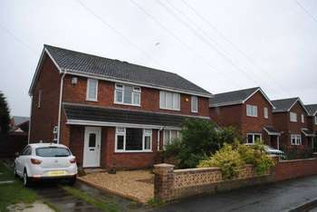 3 Bedrooms Semi Detached House for sale in Ferndown Drive, Immingham