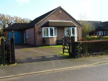 3 Bedrooms Detached Bungalow for sale in High Street, Carlton-le-Moorland, Lincoln