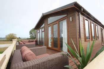 2 Bedrooms Detached Bungalow for sale in Barlings Lane, Langworth, Lincoln