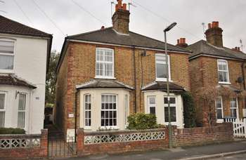 2 Bedrooms Semi Detached House for sale in Wendover Road, Staines-Upon-Thames