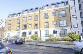 2 Bedrooms Flat for sale in Lovelace House, Uxbridge Road, London W13