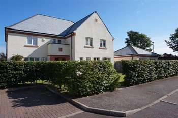 6 Bedrooms Detached House for sale in 22 Leslie Way, Dunbar