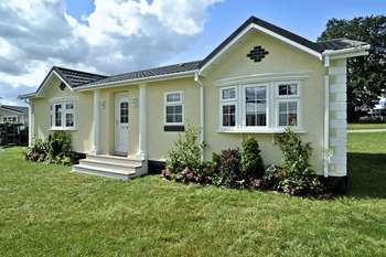 2 Bedrooms Detached Bungalow for sale in Lakeland View Residential Park, Nethertown, Egremont