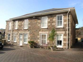 2 Bedrooms Ground Flat for sale in 2 Bed Ground floor Flat; Redruth
