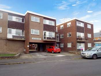 2 Bedrooms Flat for sale in Balfour Crescent, Wolverhampton, West Midlands