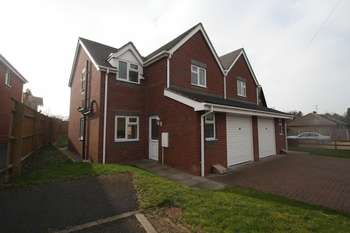 3 Bedrooms Semi Detached House for sale in Bishops Walk, Telford