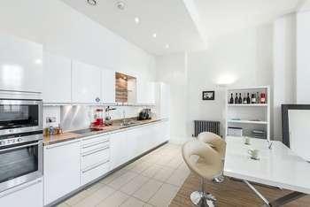 1 Bedroom Maisonette Flat for sale in Mountford Mansions, Kingsway Square, Battersea, London, SW11