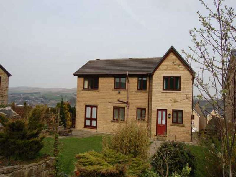 4 Bedrooms Detached House for sale in Hall Fold, Whitworth, Rochdale, Lancashire, OL12 8TT