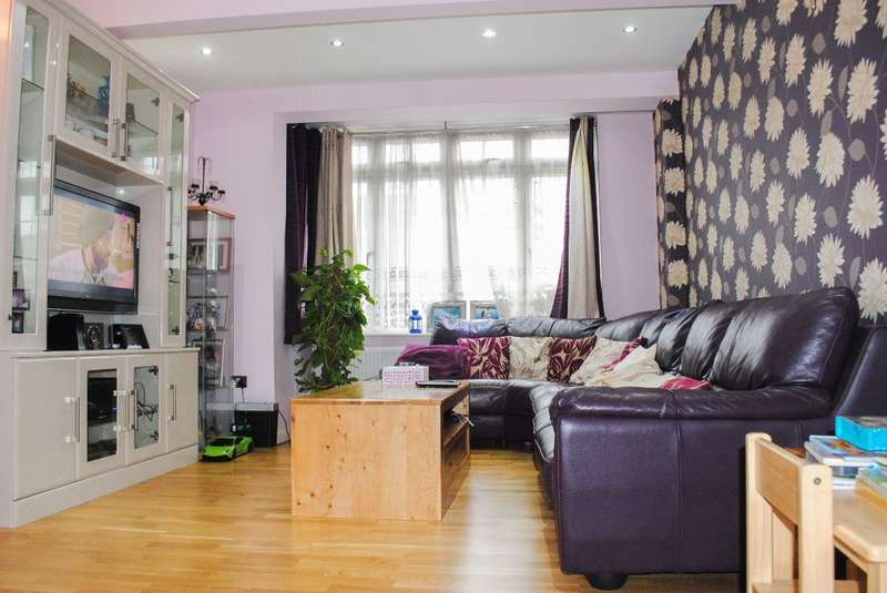 4 Bedrooms Terraced House for sale in Gienister Park Road, Streatham Vale, SW16