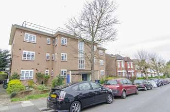 3 Bedrooms Flat for sale in Grosvenor Road, London, N3