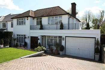 4 Bedrooms Detached House for sale in Glanleam Road, STANMORE
