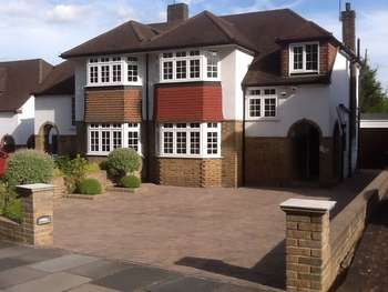 3 Bedrooms Semi Detached House for sale in Enfield Road, Enfield