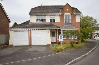 4 Bedrooms Property for sale in Maes-y-Celyn, Three Crosses, Swansea