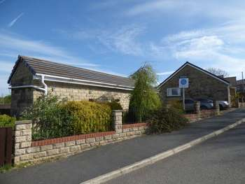 3 Bedrooms Detached Bungalow for sale in South Valley Drive, Colne
