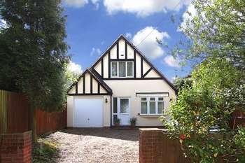3 Bedrooms Detached House for sale in NEWBRIDGE, Newbridge Drive