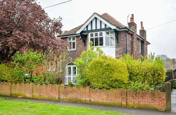 4 Bedrooms Detached House for sale in Otley Old Road, Leeds