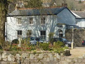 4 Bedrooms Terraced House for sale in Parade Square, Lostwithiel
