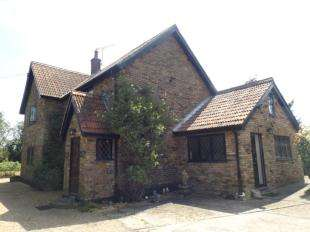 3 Bedrooms Detached House for sale in Fen Lane, North Ockendon, Upminster