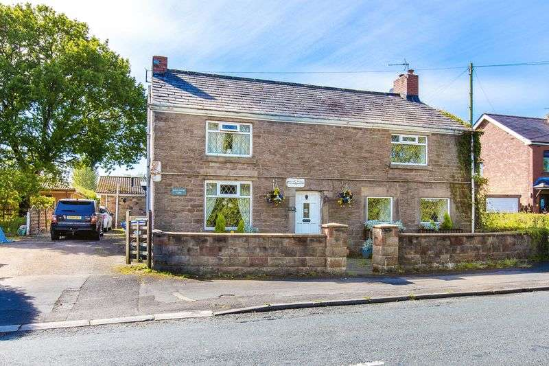 4 Bedrooms Detached House for sale in Moss House Farm, Coppull Moor Lane