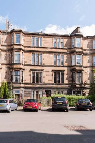 2 Bedrooms Flat for sale in 44 Albert Avenue, Queens Park, Glasgow, G42 8RE