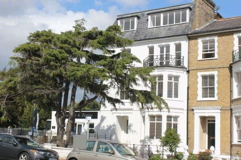 2 Bedrooms Flat for sale in Clifftown Parade, Southend-On-Sea