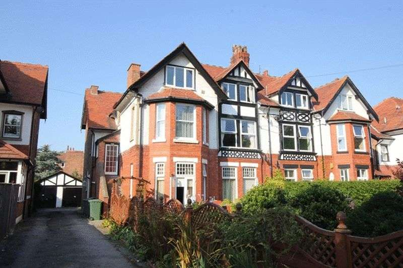 2 Bedrooms Flat for sale in Park Road, West Kirby, Wirral