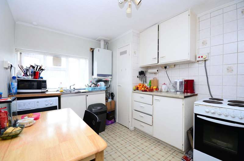 2 Bedrooms Flat for sale in Amberden Avenue, Finchley Central, N3