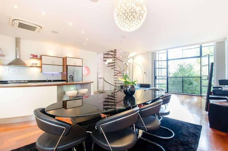 3 Bedrooms Terraced House for sale in Chequer Street, Clerkenwell, EC1Y