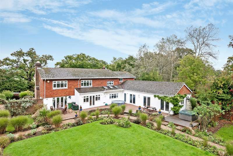 5 Bedrooms Detached House for sale in Rusper Road, Ifield, Crawley, West Sussex, RH11