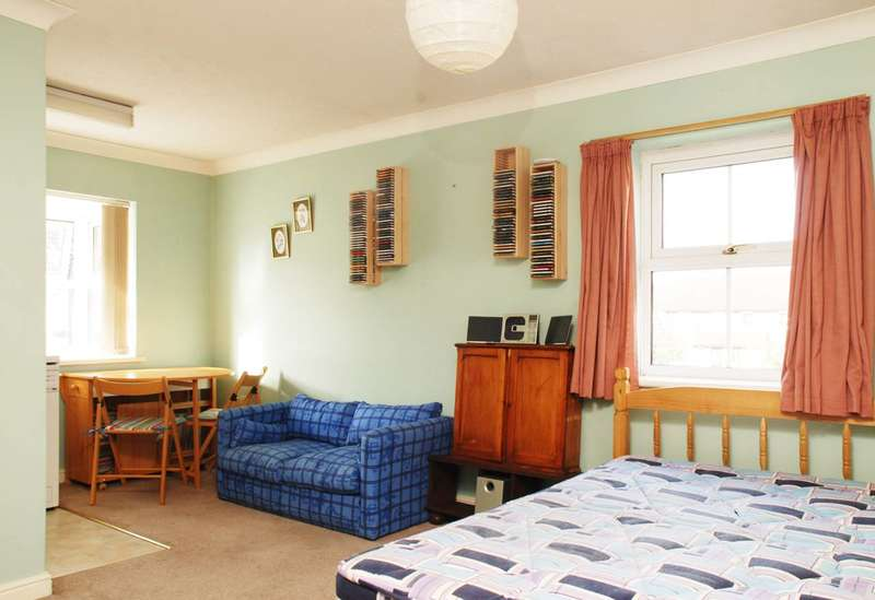 Studio Flat for sale in Silbury Avenue, Colliers Wood, CR4