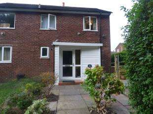 2 Bedrooms Maisonette Flat for sale in Meadow Walk, Bredbury, Stockport, Greater Manchester
