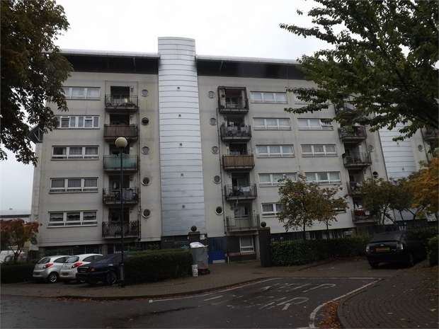 3 Bedrooms Flat for sale in 4 Darndale Close, London