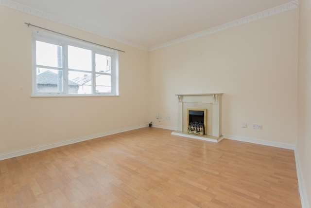 3 Bedrooms Flat for sale in Church Street, Baillieston, Glasgow, G69 7BF