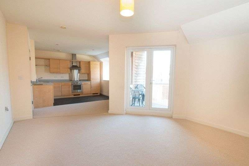 2 Bedrooms Flat for sale in Church Road, Chichester