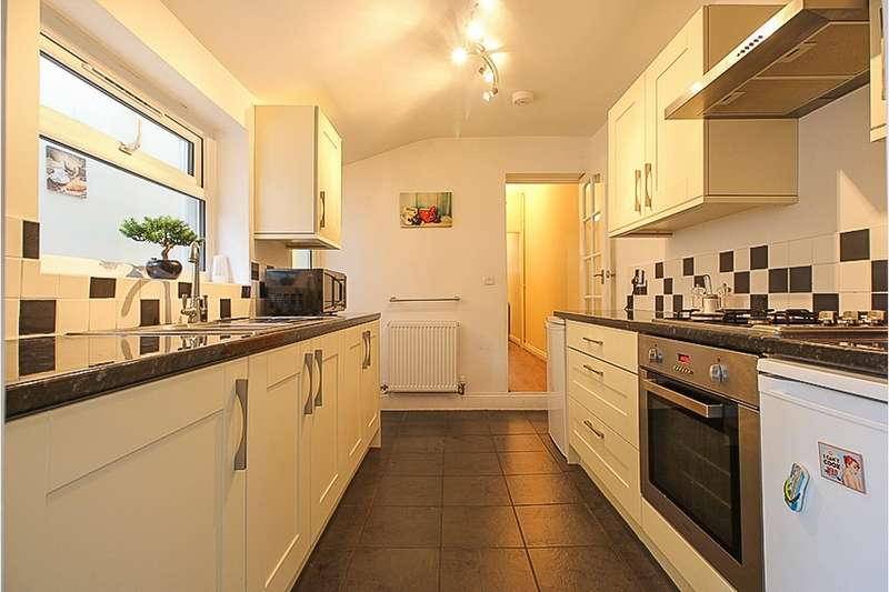 3 Bedrooms Terraced House for sale in Hollybush Street, London, London, E13