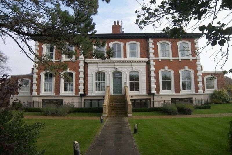 2 Bedrooms Flat for sale in Seafield Road, Lytham St. Annes