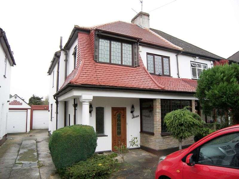 3 Bedrooms Semi Detached House for sale in MARLANDS ROAD, CLAYHALL. IG5