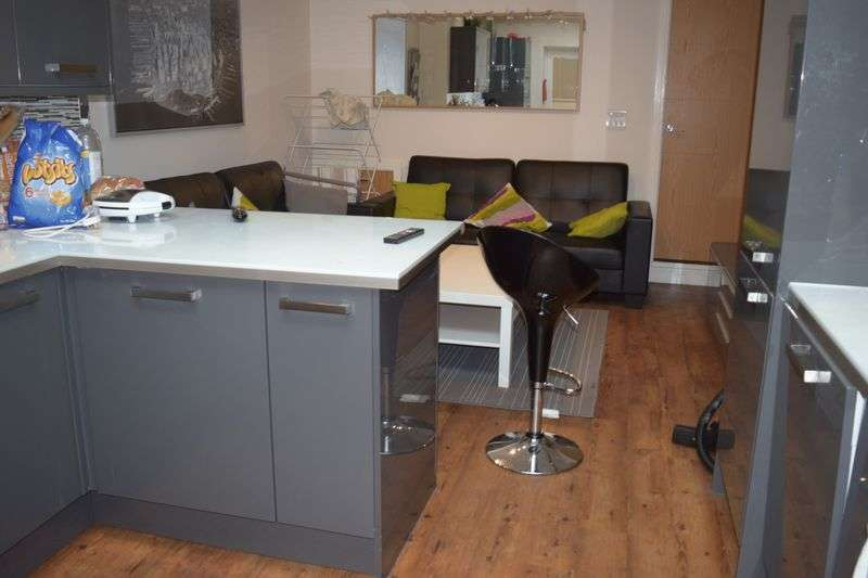 6 Bedrooms Terraced House for rent in 6 bed 3 Shower rooms Student Accommodation