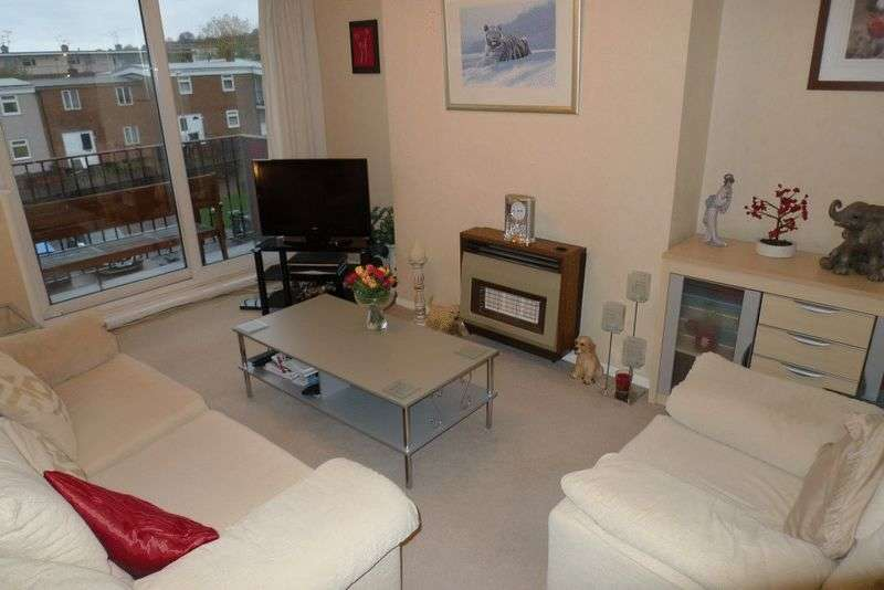2 Bedrooms Flat for sale in TWO BEDROOM FLAT CLOSE TO TOWN CENTRE WITH NO ONWARD CHAIN 65,000