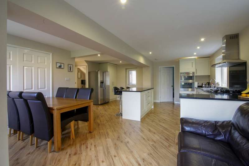 4 Bedrooms Detached House for sale in Dunlin Close, Rochdale, Lancashire, OL11