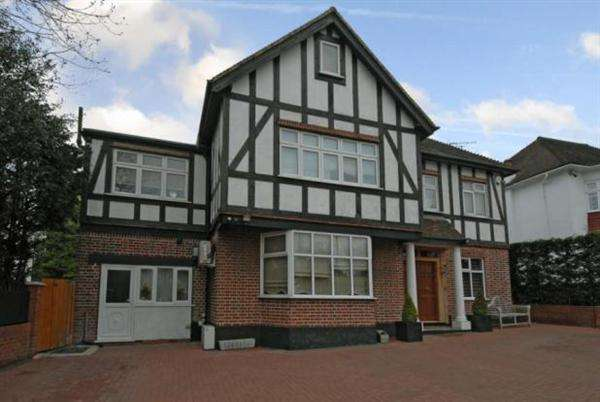 6 Bedrooms Detached House for sale in Watford Way, Mill Hill, London