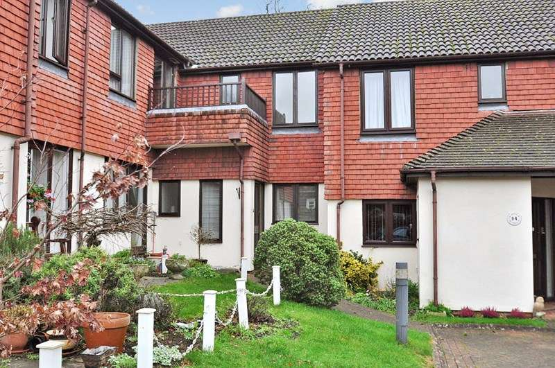 2 Bedrooms Retirement Property for sale in Ash Lodge (Pegasus Court), Hook, RG27 8PQ