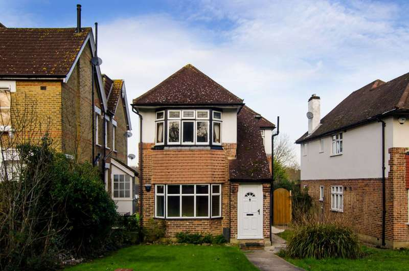 2 Bedrooms Maisonette Flat for sale in Bromley Road, Beckenham, BR3