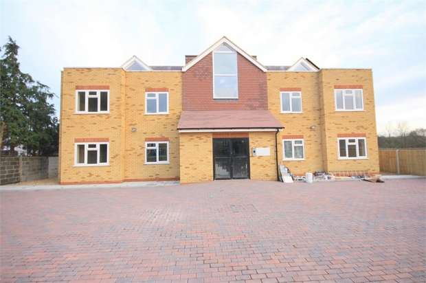 2 Bedrooms Flat for sale in Long Lane, Stanwell, Surrey